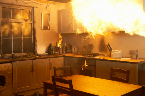 Insurance「Fire raging in domestic kitchen at night」:スマホ壁紙(12)