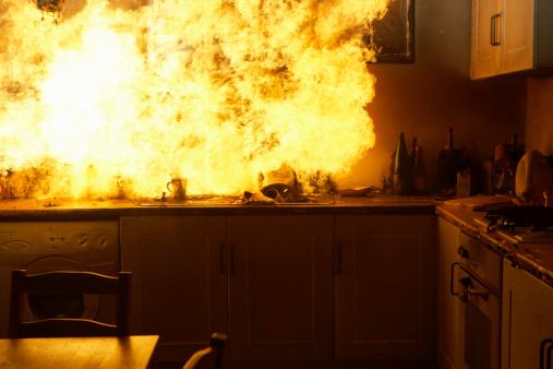 Inferno「Fire raging in domestic kitchen at night」:スマホ壁紙(10)