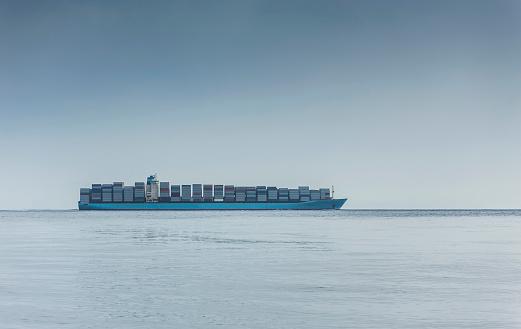 Global Finance「Spain, Andalusia, Tarifa, Strait of Gibraltar, Container ship」:スマホ壁紙(12)