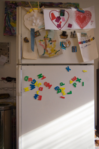 Art「Refrigerator door with child's school art projects」:スマホ壁紙(4)