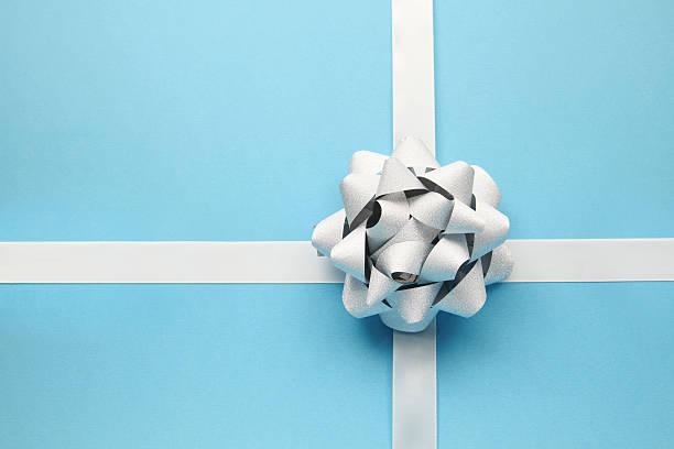 Silver bow on blue:スマホ壁紙(壁紙.com)