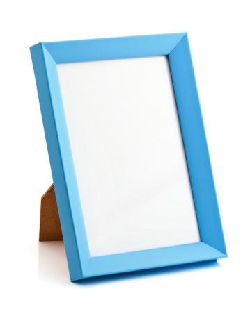 立つ「ブルーのフォトフレーム」:スマホ壁紙(2)