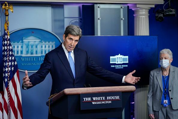 John Kerry「Press Secretary Jen Psaki And Climate Change Advisors Hold White House Press Briefing」:写真・画像(11)[壁紙.com]