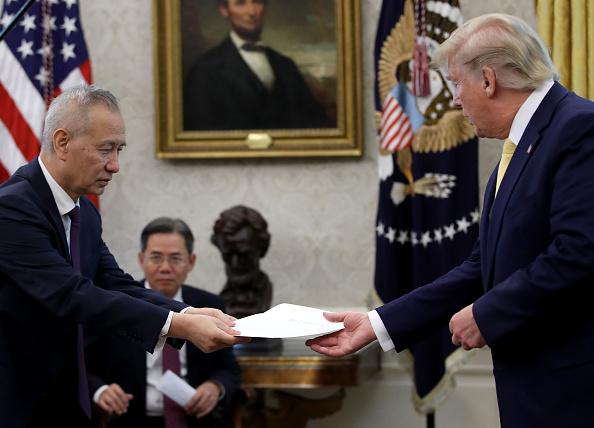 Trader「President Trump Meets With China's Vice Premier  Amid Trade Talks In Washington」:写真・画像(2)[壁紙.com]