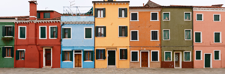 Bungalow「Colorful houses of Burano, Italy」:スマホ壁紙(6)