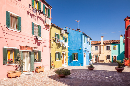 Paving Stone「Colorful houses on Burano in Venice, Italy.」:スマホ壁紙(3)