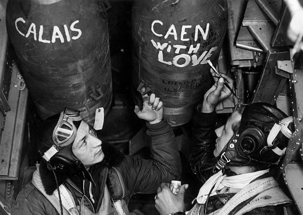 Calais「Bomb Crew」:写真・画像(11)[壁紙.com]