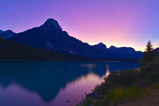 ケフレン山「September 4, 2011 - Twilight at Mt. Chephren, Waterfowl Lakes, Banff National Park, Alberta, Canada.」:スマホ壁紙(11)