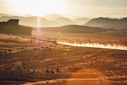 4x4「Jordan, Sand dust from a 4-wheeler in Wadi Rum desert」:スマホ壁紙(8)