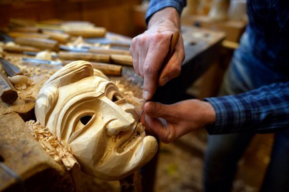 Wood - Material「Artisan Crafts Wooden Masks For Carnival」:写真・画像(15)[壁紙.com]