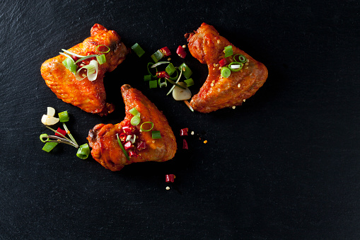 Chicken Wing「Marinated and grilled chicken wings on slate」:スマホ壁紙(2)