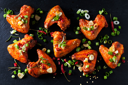 Chicken Wing「Marinated and grilled chicken wings on slate」:スマホ壁紙(5)