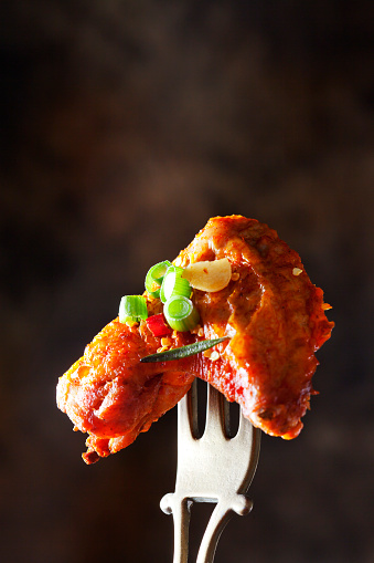 Chicken Wing「Marinated and grilled chicken wing skewered on fork」:スマホ壁紙(11)