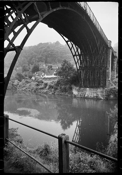 Cast Iron「Iron Bridge」:写真・画像(4)[壁紙.com]