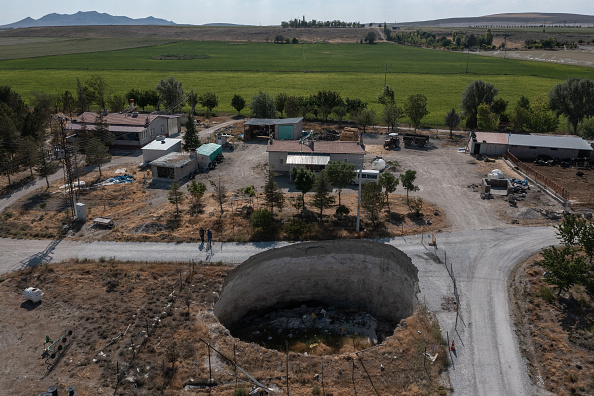 Finance and Economy「Turkeys Farmers Fear Crop Losses And Sinkholes Amid Worsening Drought」:写真・画像(17)[壁紙.com]