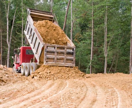 Unloading「Dump truck dumping」:スマホ壁紙(19)