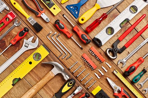 Tilt「Full frame shot of hand tools diagonally arranged on table」:スマホ壁紙(17)