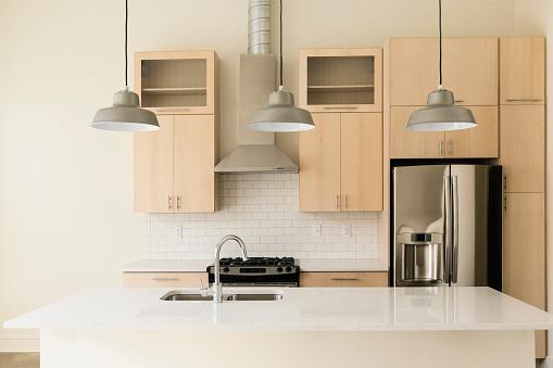 Kitchen Counter「Light fixtures in modern kitchen」:スマホ壁紙(13)