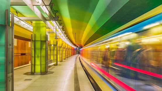 Blurred Motion「Futuristic subway station in Munich Germany」:スマホ壁紙(10)