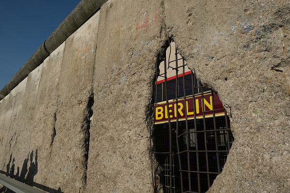 Berlin Wall「Berlin Prepares For 30th Anniversary Of The Fall Of The Berlin Wall」:写真・画像(16)[壁紙.com]