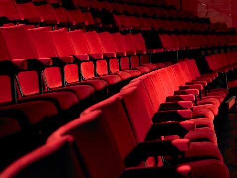Seat「Rows of empty red cinema seats」:スマホ壁紙(0)