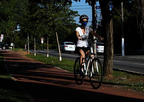 Cycling「Empty Streets Around Brazil Due to the Coronavirus (COVID - 19) Pandemic」:写真・画像(18)[壁紙.com]