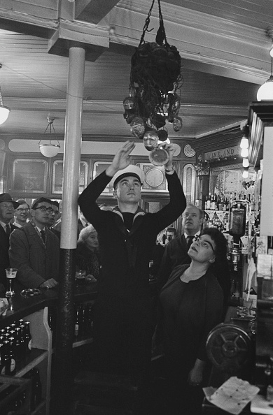 Bar Counter「Good Friday At The Widow's Son Pub」:写真・画像(9)[壁紙.com]