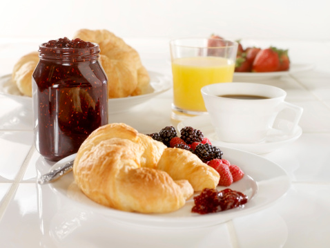 Breakfast「Croissant with Raspberry Jam」:スマホ壁紙(17)