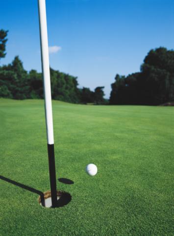 Hole「Golf ball in mid-air near hole」:スマホ壁紙(4)