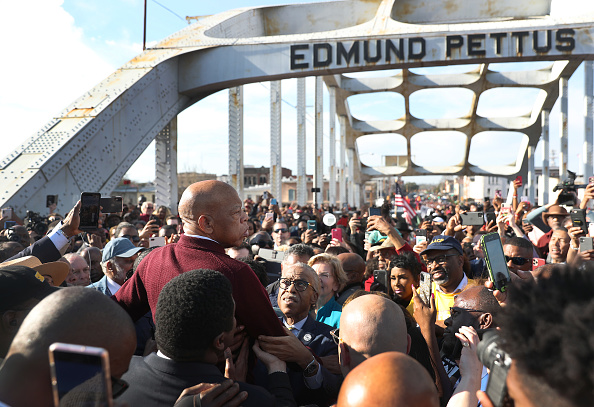 Anniversary「Presidential Democratic Candidates March Across Edmund Pettus Bridge Marking 55th Anniversary Of Selma's Bloody Sunday」:写真・画像(7)[壁紙.com]