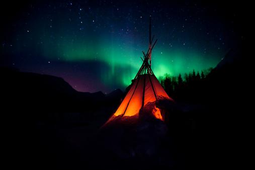 Tent「The Northern Lights Aurora」:スマホ壁紙(10)