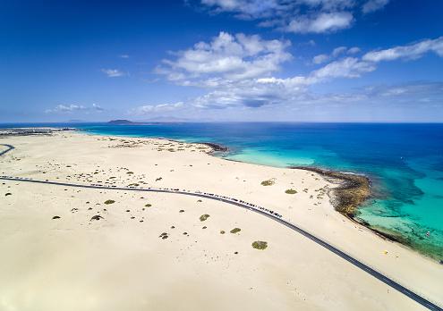 Canary Islands「Aerial view of sand dunes, Corralejo, Fuerteventura, Canary Islands, Spain」:スマホ壁紙(8)