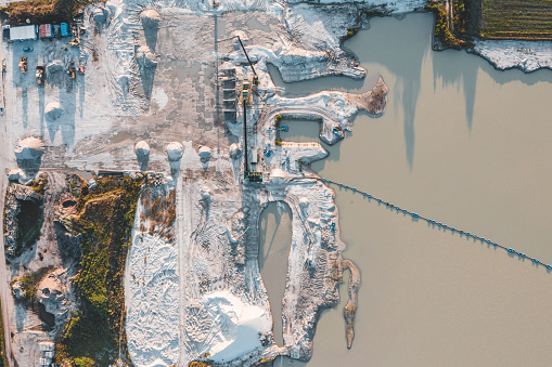 Pit Stop「Aerial view of crushed stone quarry machine」:スマホ壁紙(19)