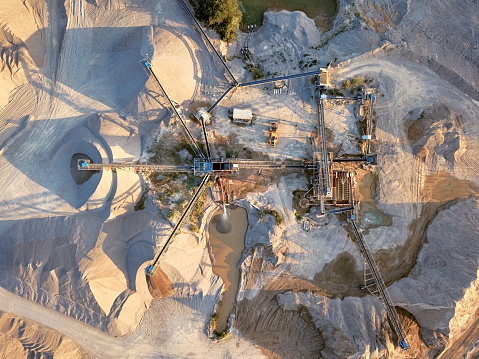 Earth Mover「Aerial view of crushed stone quarry machine」:スマホ壁紙(11)