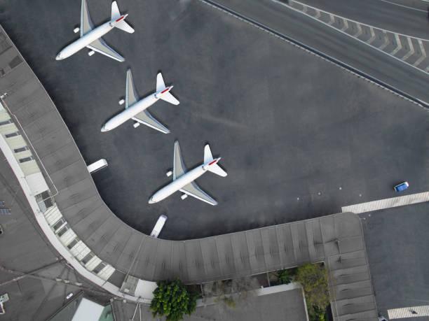Aerial view of an airport:スマホ壁紙(壁紙.com)