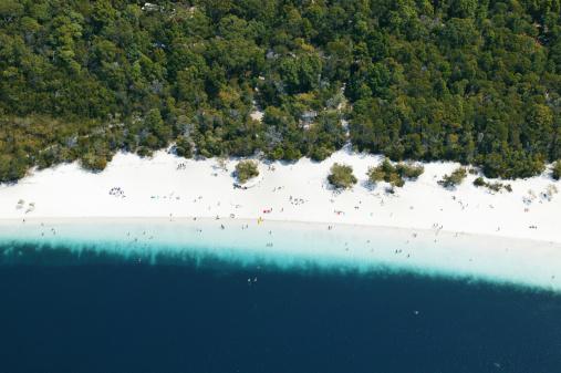 Queensland「Aerial view of Lake Mckenzie, Fraser Island, Queensland, Australia」:スマホ壁紙(2)