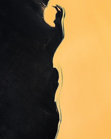 アイスランド ゴールデンサークル「Aerial view of a black beach and unusual coloured water, Iceland」:スマホ壁紙(18)