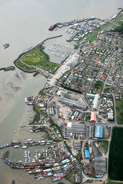 Medway River「Aerial view south west of boats and industrial buildings, habour south of St. Werburgh, River Medway Estuary, North Kent, UK」:写真・画像(14)[壁紙.com]