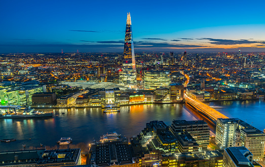 London Bridge - England「Aerial view on The Shard and London Skyline at night.」:スマホ壁紙(18)