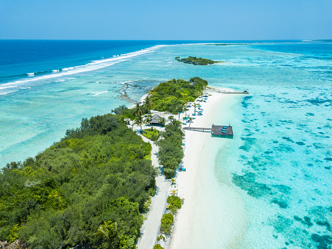 Unrecognizable Person「Aerial view of Canareef Resort Maldives, Herathera island, Addu atoll」:スマホ壁紙(7)