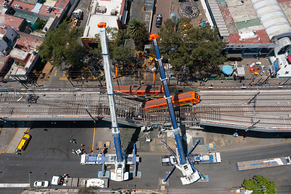 Mexico「Aftermath of Tragic Metro Overpass Collapse in Mexico City」:写真・画像(6)[壁紙.com]
