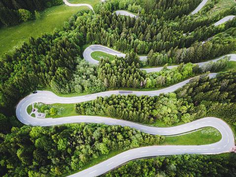 Hairpin Curve「Aerial view of curvy mountain road in Austrian Alps」:スマホ壁紙(1)