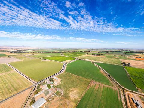 並んでいる「カリフォルニアの農地の航空写真」:スマホ壁紙(17)