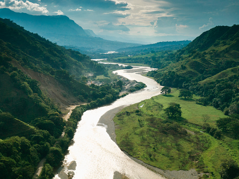 River「Aerial view of Salamina, Caldas in the Andes and the Magdalena river」:スマホ壁紙(18)