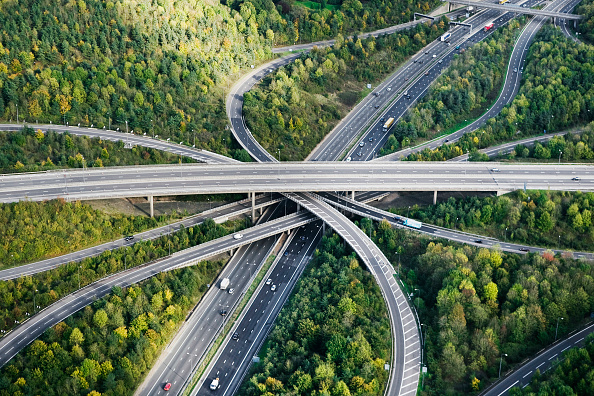 Traffic「Aerial View of major motorway road intersection」:写真・画像(8)[壁紙.com]