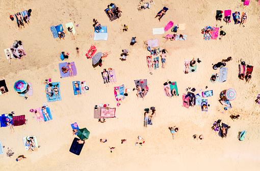 観光「海水浴の人々 の空撮」:スマホ壁紙(17)