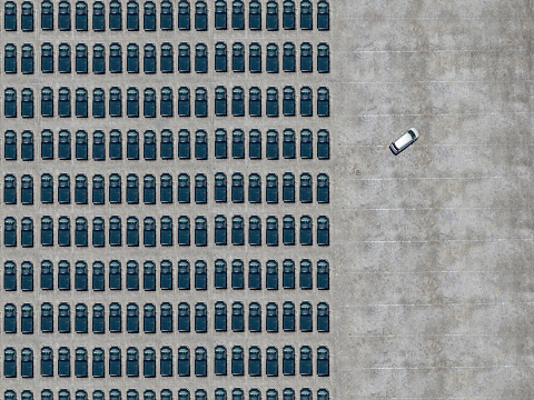 Contrasts「Aerial view of white car leaving parking lot filled with black cars」:スマホ壁紙(0)