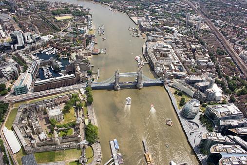 London Bridge - England「Aerial view of Tower Bridge and city, London, England, UK」:スマホ壁紙(16)