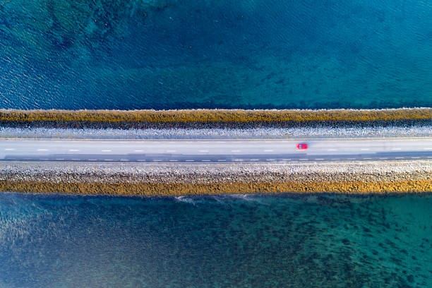 Aerial View of Road on Causeway in Iceland:スマホ壁紙(壁紙.com)