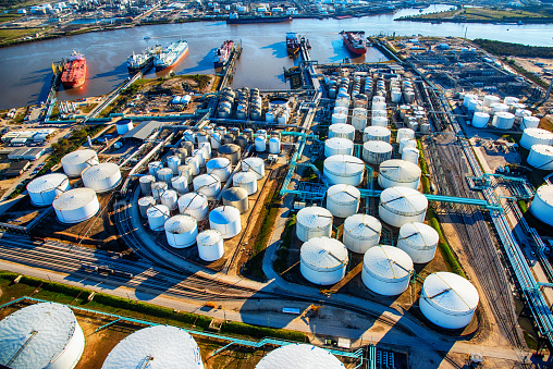 Gulf Coast States「Aerial View of a Texas Oil Refinery and Fuel Storage Tanks」:スマホ壁紙(0)